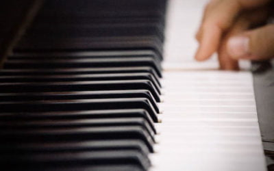 Self-taught piano learning in France