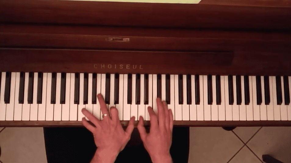 Joris de La Touche Musicale compose au piano !